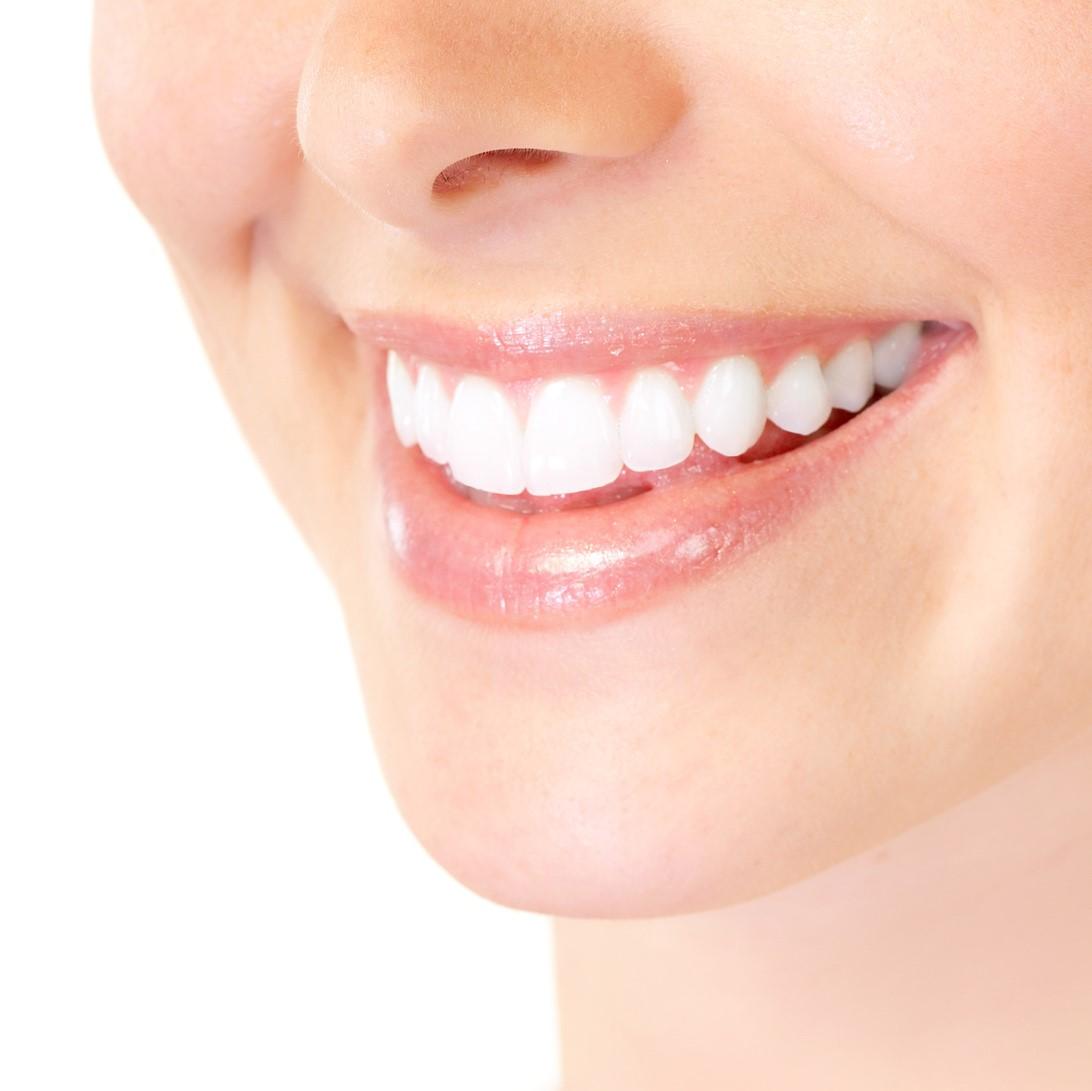 前歯もインプラントできる!知っておきたい治療と費用のポイント