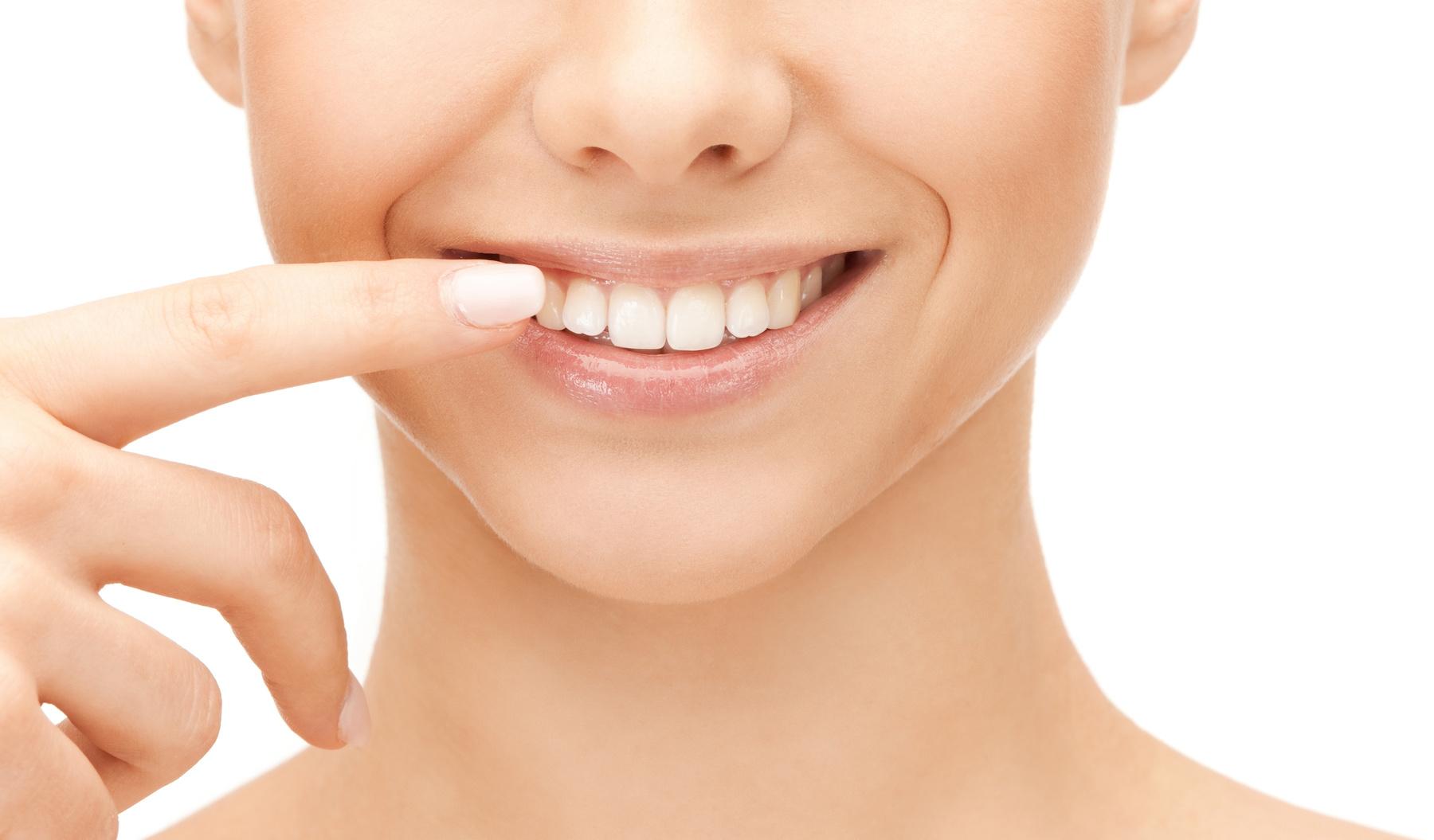 上の歯のインプラント治療の特徴~前歯・奥歯それぞれの知っておくべきポイント~