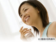 インプラントできれいで健康な歯に見せたい