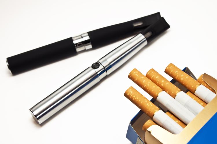 インプラントと電子タバコの関係