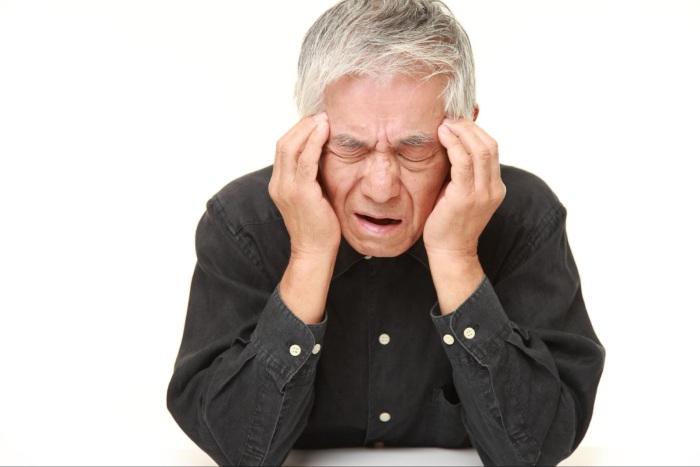 インプラント治療後に頭痛がひどい!考えられる3つの主な原因